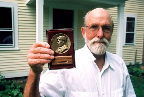 Les Blank displaying his 2007 Edward MacDowell medal (photo by his son Harrod Blank)