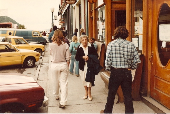 Margaret Hamilton wandering along the main street at the 8th Telluride Film Festival (1981, photo by Jeff Stafford)