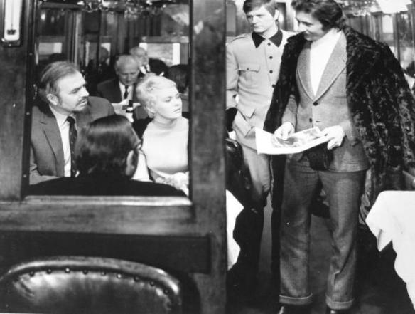 James Mason (left), Jean Seberg and Mauro Parenti (far right) in Kill! (1971)