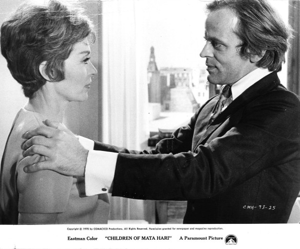 Klaus Kinski attempts to live up to his code name Torpedo in Le peau de torpedo (1970). Lilli Palmer is unimpressed.