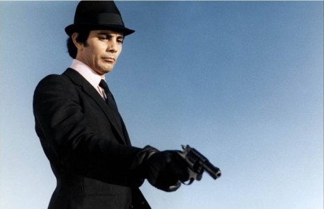 Julian Mateos plays a cold-blooded killer who plots a diamond robbery in Les Etrangers (1969)