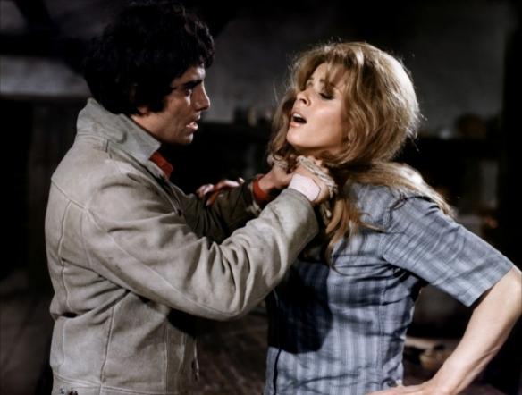 Julian Mateos attacks Senta Berger in Les etrangers (1969)