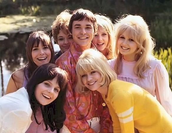 Barry Evans is at the center of things in Here We Go Round the Mulberry Bush (1967)