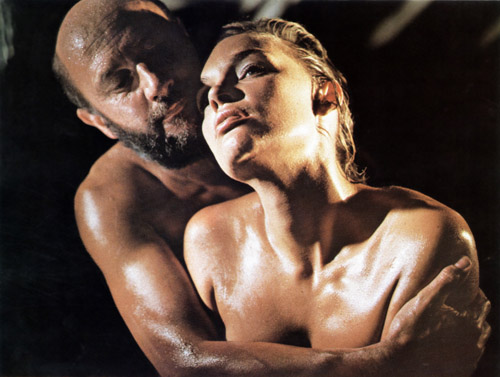 Donald Pleasence takes his pleasure in arid, dusty Outback region of Australia in Wake in Fright (1971)