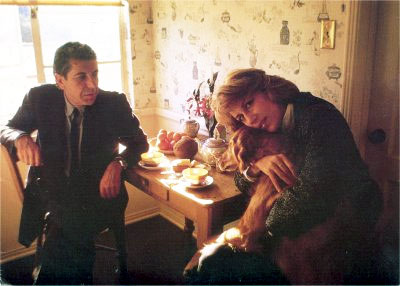 Leonard Cohen, Jennifer Warnes in a scene from the documentary Bird on a Wire (1972)