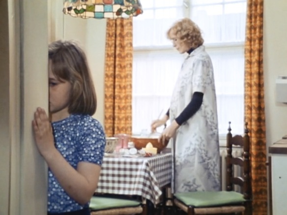 Mother (Margit Carstensen) and daughter (Constanze Haas) experience disconnection in Fear of Fear (1975)