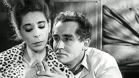 Vittorio Gassman's attempts to solicit funding from the lonely wife of a wealthy tycoon is more difficult than he thinks in Il Successo (1963)