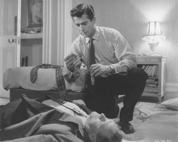 George Nader and a lifeless Bernard Lee in a scene from Nowhere to Go (1958)