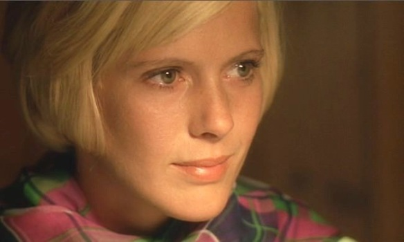 Mimsy Farmer is an enigmatic and beautiful desert island castaway in Corpo d'amore (1972)
