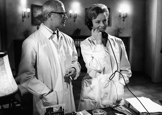 Two asylum doctors discuss their escaped patient (played by Klaus Kinski) in Der Rote Rausch (1962).