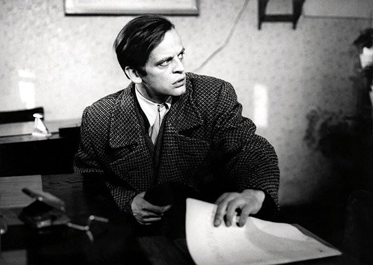Klaus Kinski steals a police report on himself in the 1962 German film, Der Rote Rausch.