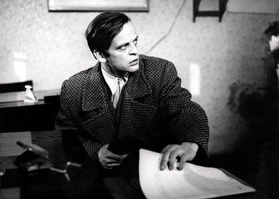 Klaus Kinski steals a police report on himself in the 1962 German film, Der Rote Rausch.