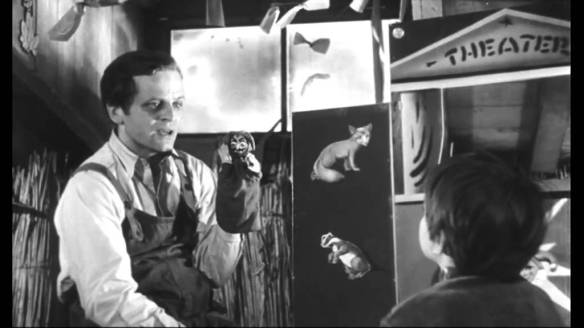 Martin (Klaus Kinski), an escaped mental patient, performs a puppet show for a lonely young girl in Der Rote Rausch (1962).