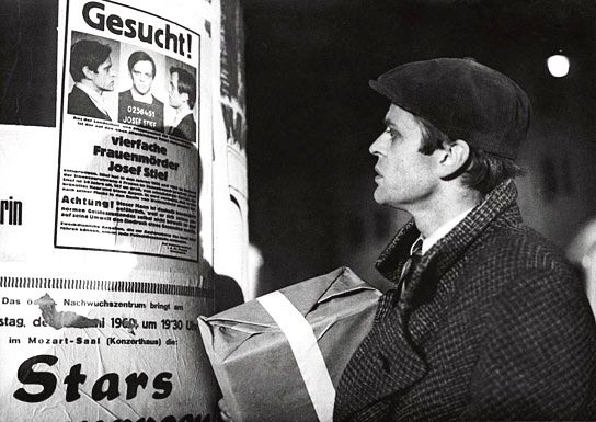Klaus Kinski plays an escaped mental patient in the German psychological drama/thriller, Der Rote Rausch (1962).